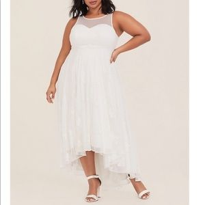 TORRID NWT ivory embroidered wedding dress sz 18